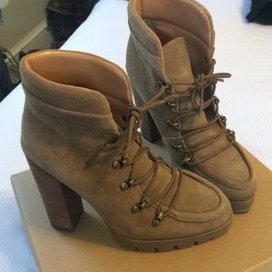 Beautiful tan suede lace up Report Signature boots